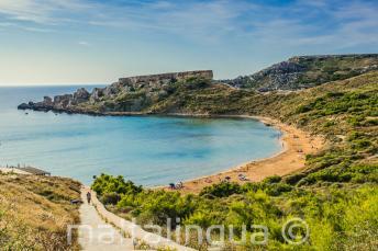 Mellieha, Malta'da bir kumsalın manzarası