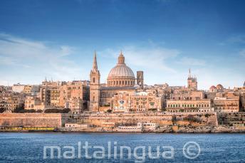 Teh Sliema Feribotu'ndan Valletta'nın görünümü