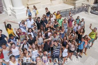 Bir grup dil okulu ogrencisi Valletta'dalar