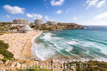 Malta'daki Golden Bay plajının görüntüsü