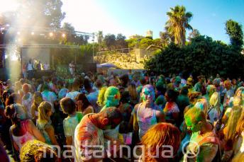 Malta'da Holi renk partisi