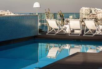Barlı çatı katı yüzme havuzu, Malta