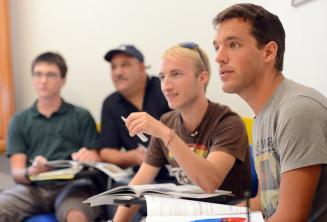 Sınıfta dinlenen dil öğrencileri