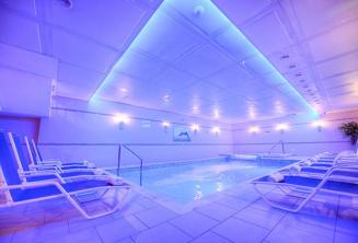 St Julians, Alexandra otelde havuzlu bir spa
