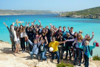 Bir grup dil okulu ogrencisi Blue Lagoon gezisinde