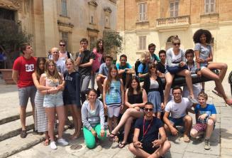 Dil okulu ogrencileri Mdina gezisinde