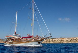 Maltalingua teknemiz Comino'ya dogru gidiyor