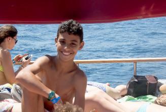 Ingilizce dil okulu ogrencisi tekne gezisinde