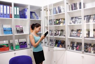Ücretsiz okul kitabı ve DVD ödünç kütüphane
