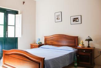 St Julians'da ev sahibi aile konaklama yerinde bir yatak odası
