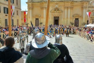 Ortaçağ Mdina'daki savaşın yeniden düzenlenmesi